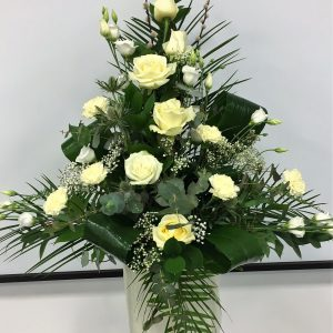 cream-pedestal-arrangement