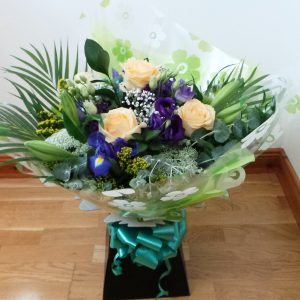 rose-and-lily-aqua-bouquet