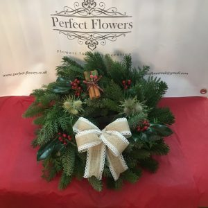 spruce-wreath-with-hessian-bow-decorations