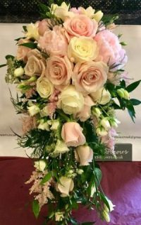beautiful-bridal-cascading-bouquet